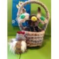 Корзина с цветами из меха норки (петушок в подарок)